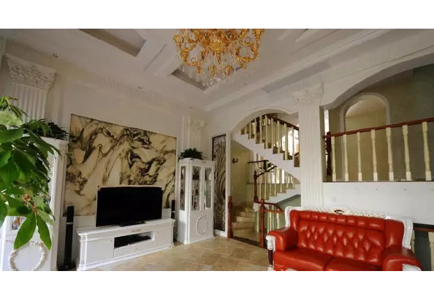 Elegant marble sitting room decorates